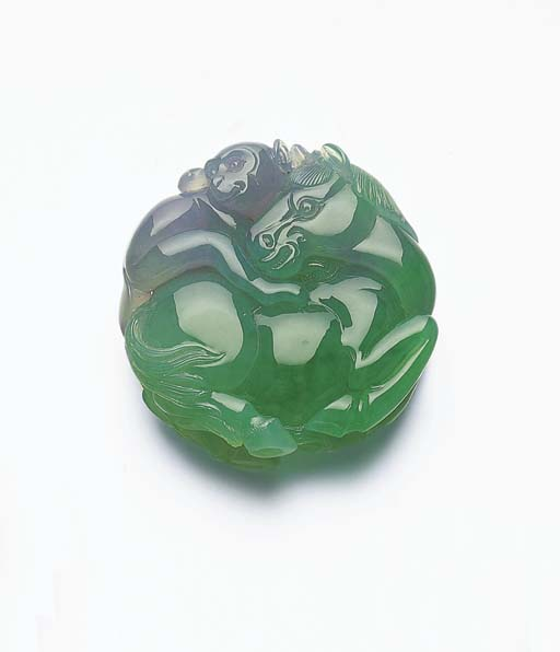A TWO-COLOURED JADEITE CARVING
