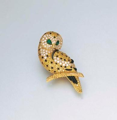A MULTI-GEM OWL CLIP BROOCH, B