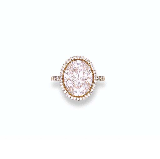 A LIGHT PINK DIAMOND RING