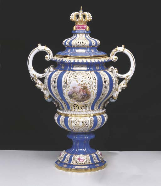 A MEISSEN RETICULATED TWO HAND