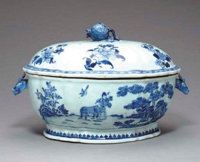 A BLUE AND WHITE SOUP TUREEN A