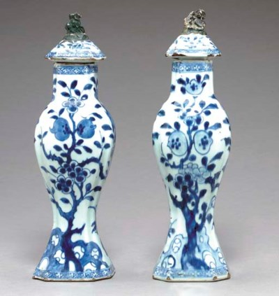 A PAIR OF BLUE AND WHITE BALUS