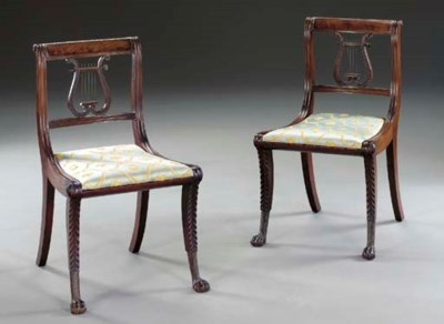 A PAIR OF CLASSICAL CARVED MAH