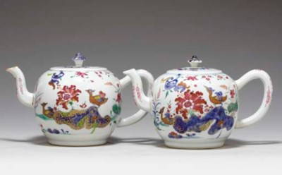 A PAIR OF TOBACCO LEAF TEAPOTS