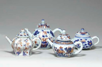 A GROUP OF FOUR CHINESE IMARI