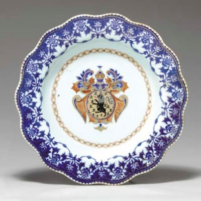 A SCALLOPED ARMORIAL PLATE