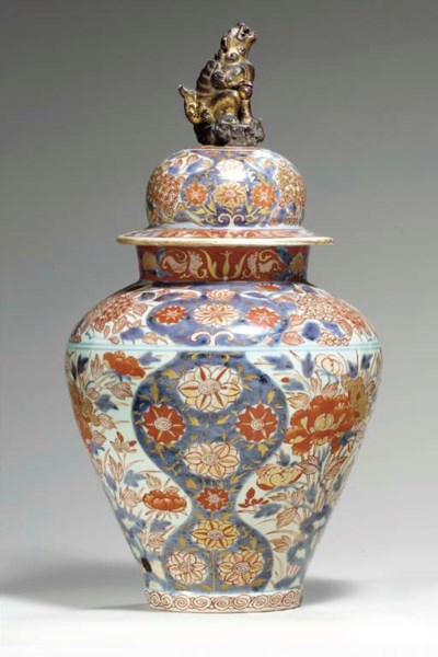 A LARGE JAPANESE ARITAWARE JAR