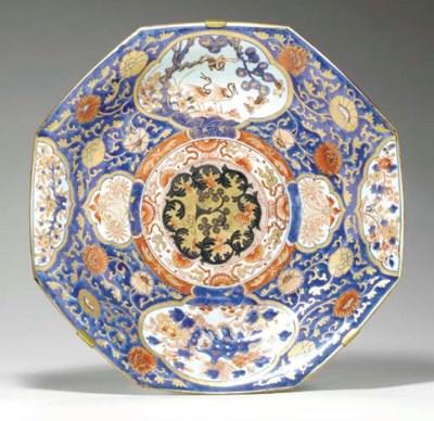 A LARGE CHINESE IMARI OCTAGONA
