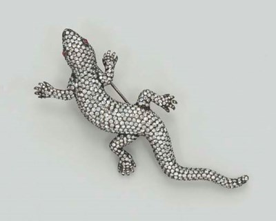 A DIAMOND LIZARD BROOCH