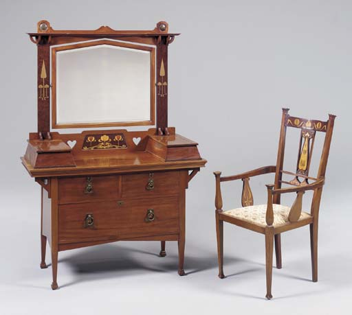 AN INLAID MAHOGANY DRESSING TA