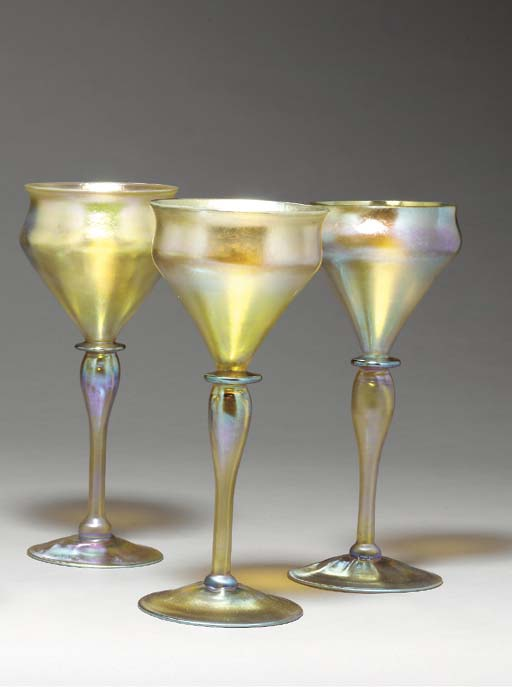 A SET OF THREE FAVRILE GLASS G