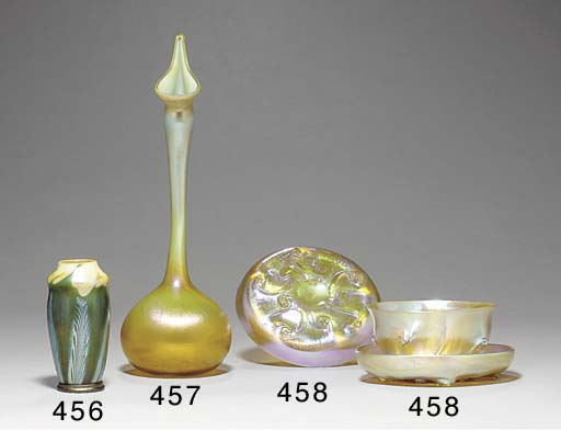 A FAVRILE GLASS FINGERBOWL AND
