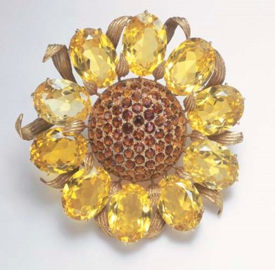 A CITRINE AND GOLD BROOCH