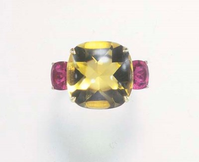 A CITRINE AND TOURMALINE RING,