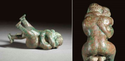A SOUTH ARABIAN BRONZE COUPLE