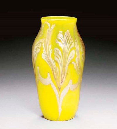 A YELLOW DECORATED FAVRILE GLA