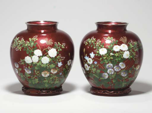 A PAIR OF JAPANESE RED GINBARI