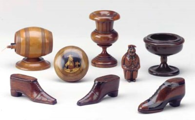 A GROUP OF TREEN SHOES,