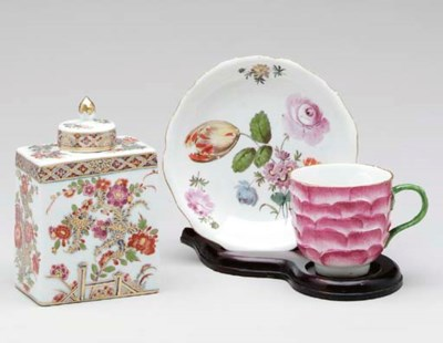 A MEISSEN TEA CADDY AND COVER,