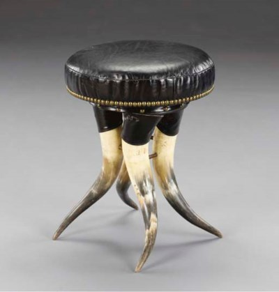 An American steer-horn taboure