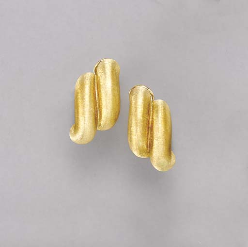 A PAIR OF TEXTURED 18K GOLD EA