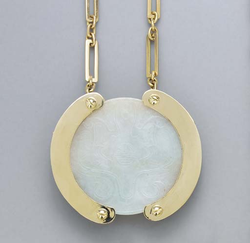 A JADEITE AND 18K GOLD PENDANT