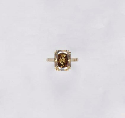 A BROWN DIAMOND AND 18K GOLD R