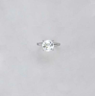 A DIAMOND AND PLATINUM RING
