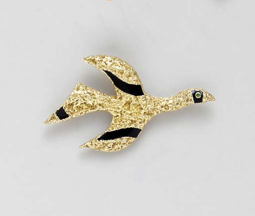 AN 18K GOLD, ENAMEL AND EMERAL