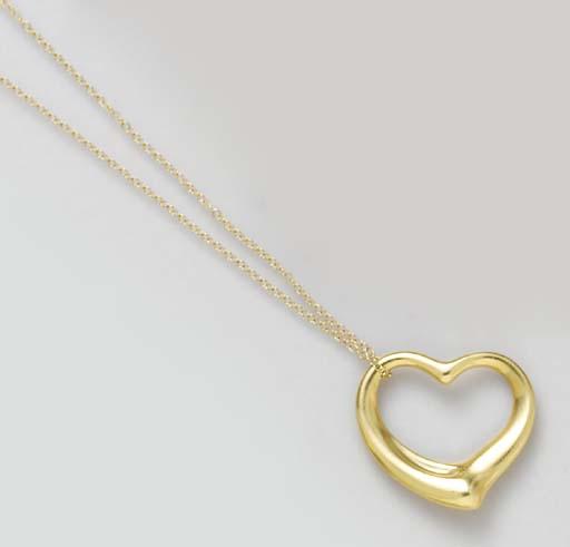 AN 18K GOLD HEART PENDANT NECK