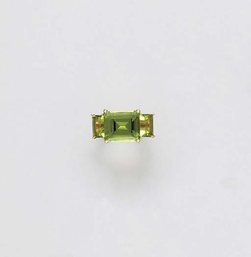 A PERIDOT, YELLOW DIAMOND AND