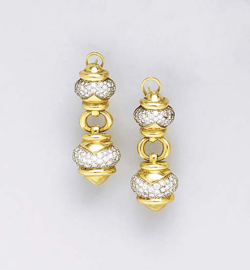 A 18K GOLD AND DIAMOND EAR PEN
