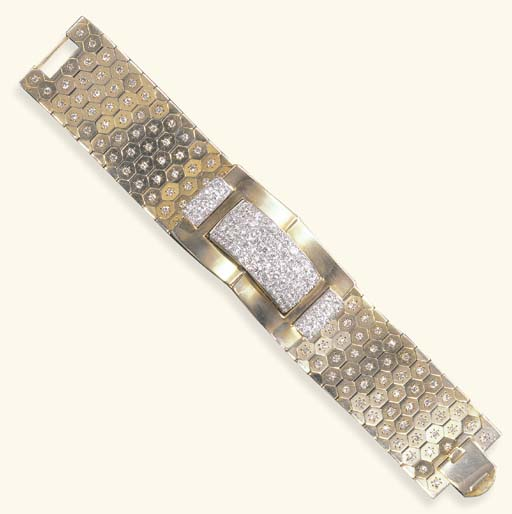A RETRO DIAMOND AND GOLD WATCH