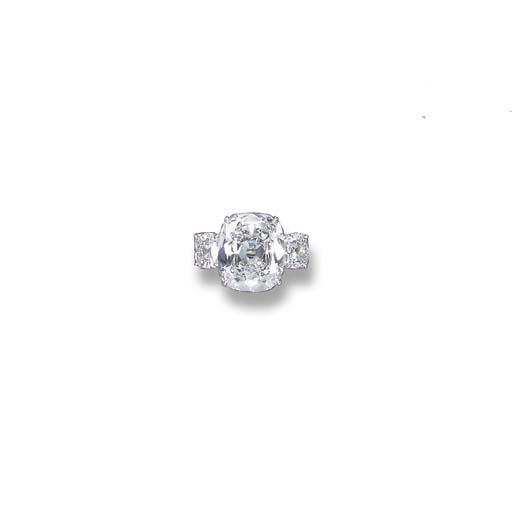 A FINE DIAMOND RING