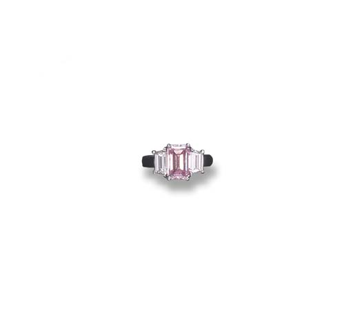 AN IMPORTANT FANCY INTENSE PURPLISH PINK DIAMOND RING