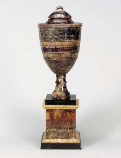 A LARGE ENGLISH BLUEJOHN URN A