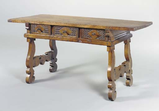 A SPANISH WALNUT CENTER TABLE,