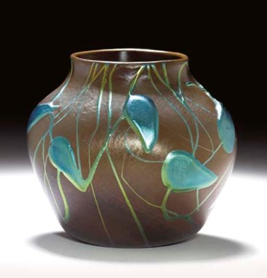 AN APPLIED FAVRILE GLASS VASE