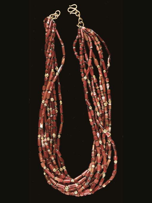 A BACTRIAN CARNELIAN AND GOLD