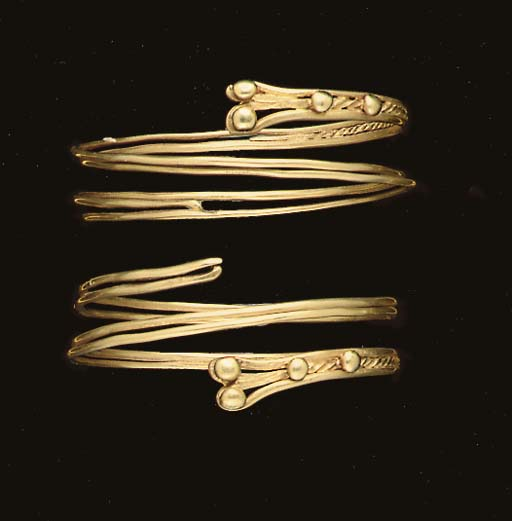 A PAIR OF ETRUSCAN GOLD BRACEL