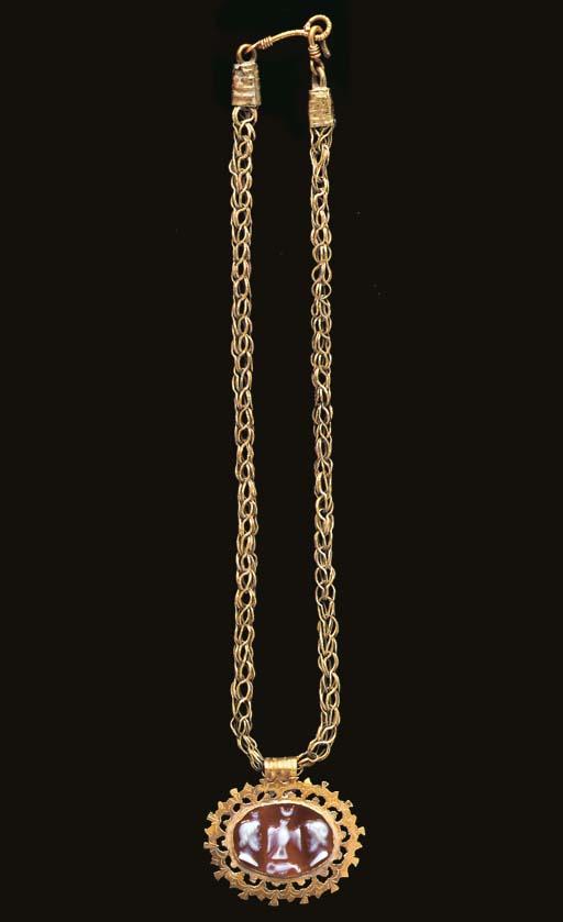 A ROMAN GOLD AND SARDONYX NECK