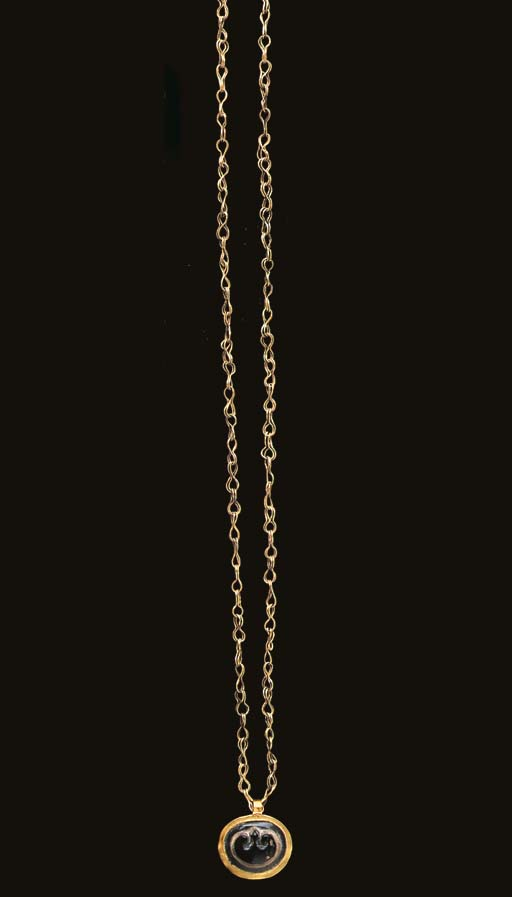 A ROMAN GOLD AND AGATE NECKLAC