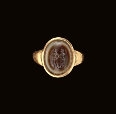 A ROMAN BANDED AGATE RING STON