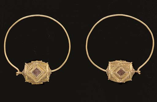 A PAIR OF OSTROGOTHIC GOLD AND