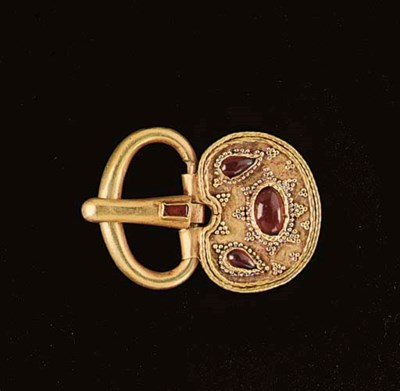 A BYZANTINE GOLD AND GARNET BU