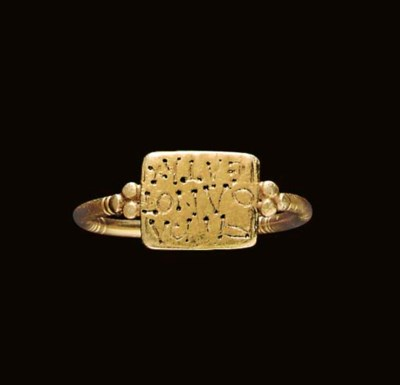 A BYZANTINE GOLD FINGER RING