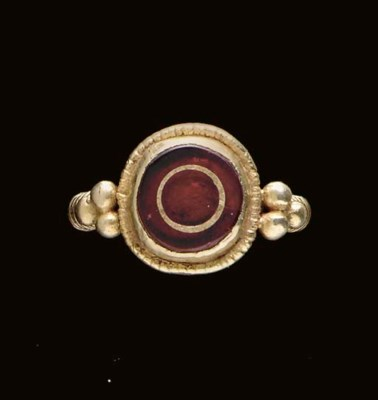 A MEROVINGIAN GOLD AND GARNET