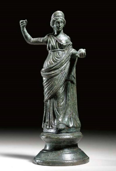 A ROMAN BRONZE FIGURE OF VENUS