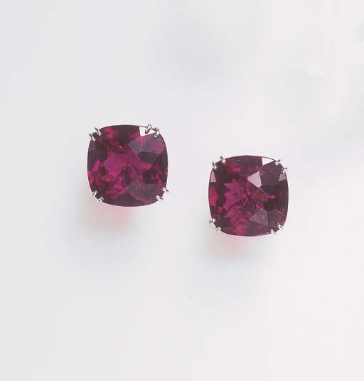 A PAIR OF TOURMALINE EAR CLIPS