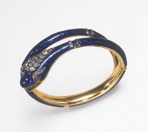 AN ANTIQUE DIAMOND AND ENAMEL BANGLE BRACELET